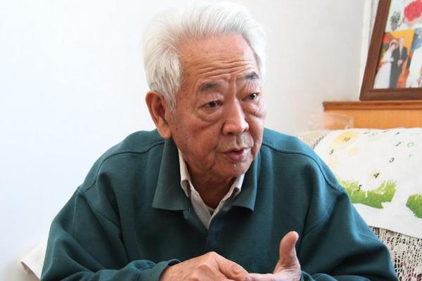 肖庆辉描述当年工作时的场景。史晟全/图