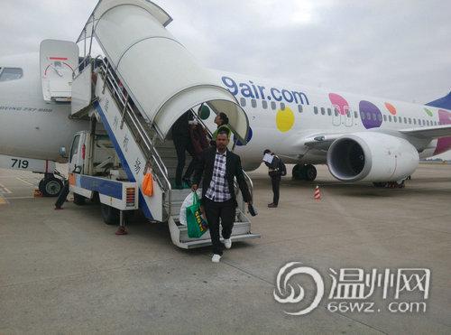 飞机从广州白云机场起飞
