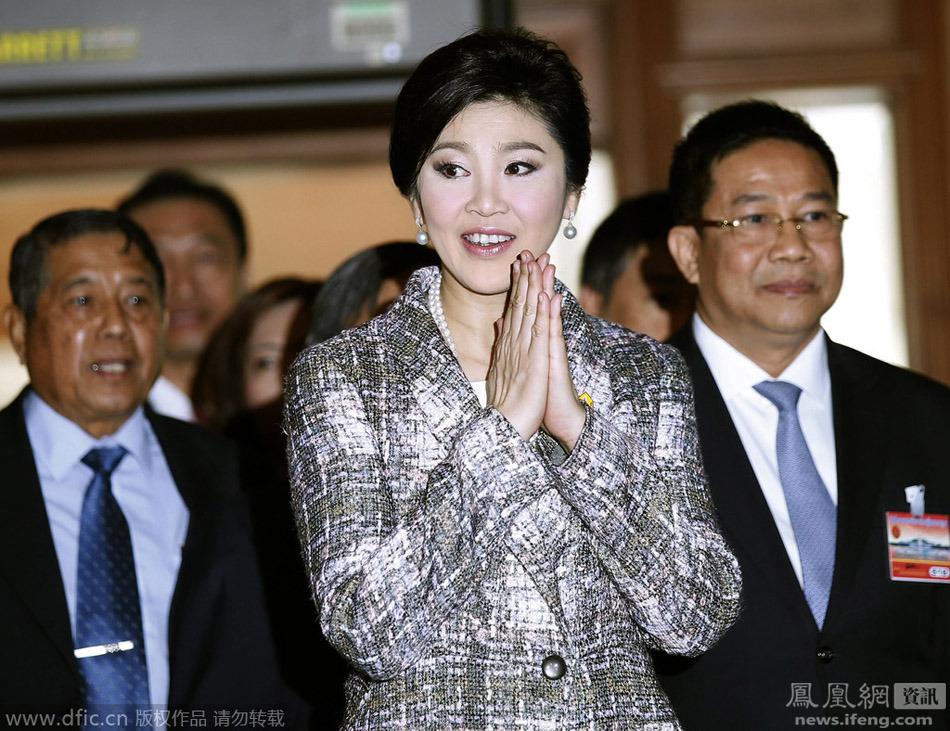 泰国前总理英拉微笑应答弹劾相关问题 - 人在上海    - 中国新闻画报