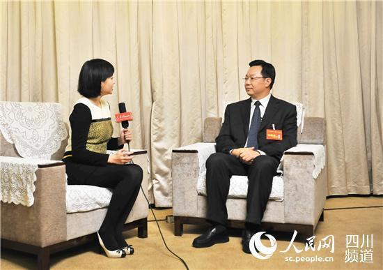 巴中市委书记李刚:加大开放合作 全域扶贫 实现