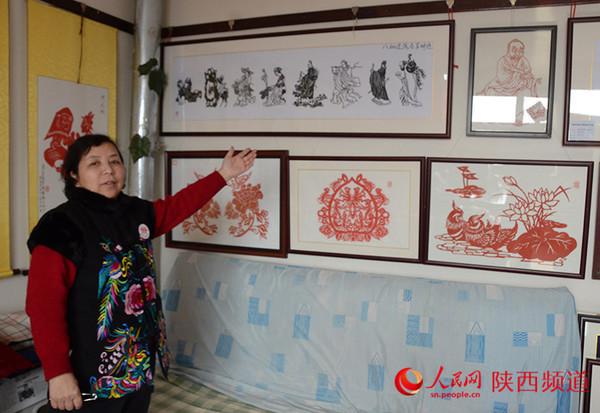 """前言:刘慧霞,人称""""白鹿霞子"""",非物质文化遗产剪纸传承人."""