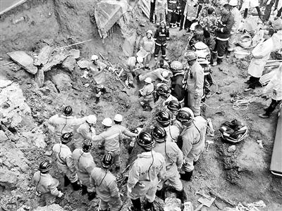 贵州兴仁县一建筑工地 发生塌方4人被埋图片