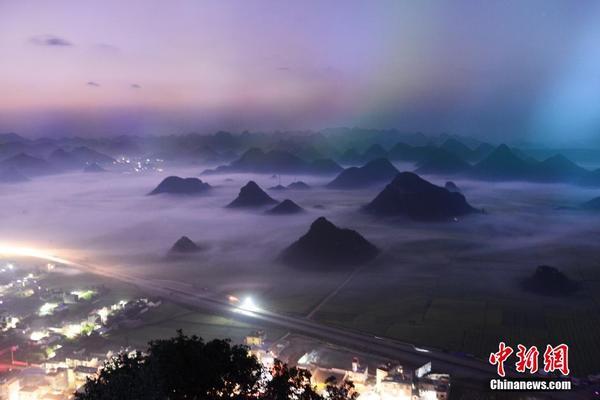 近日,云南省罗平县金鸡峰丛景区出现美丽云雾,峰林,云雾,菜花飘渺虚幻