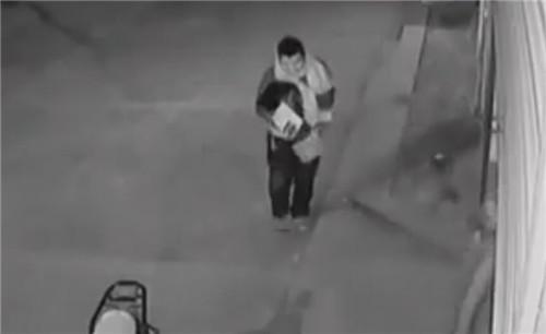 (视频截图) 监控中嫌疑人正是足疗店老板.