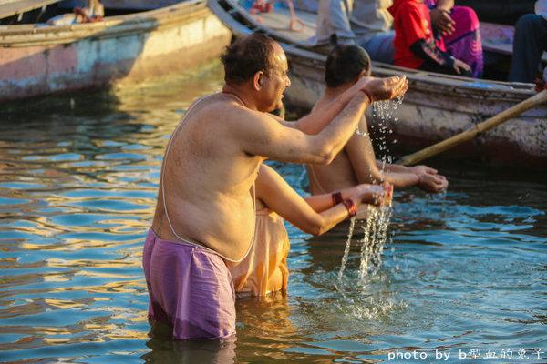 印度圣河边焚烧尸体 - jianchun605 - 神马骑士