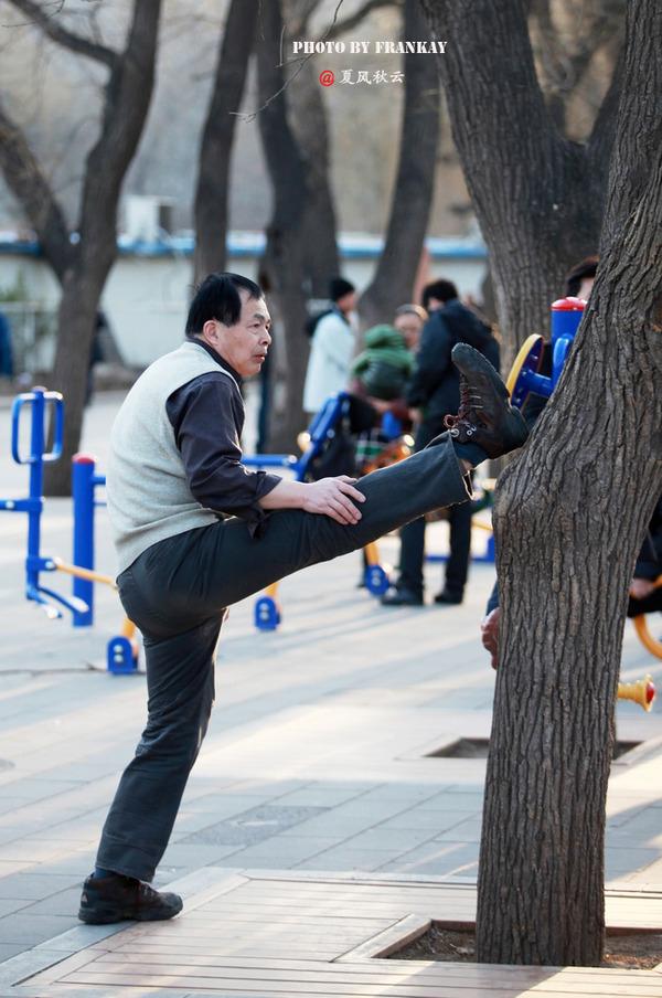 北京大妈晨练技艺高超 - jianchun605 - 神马骑士