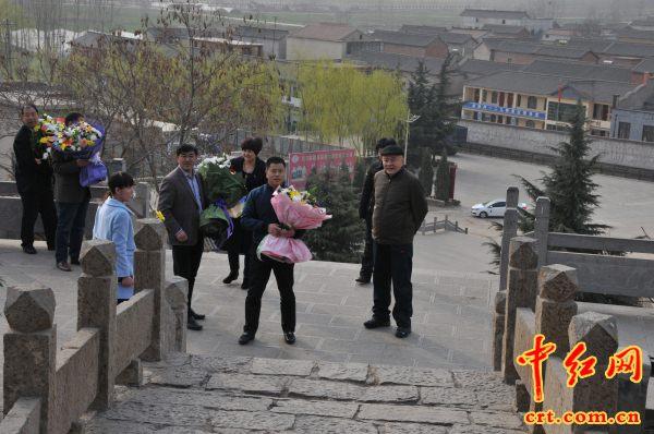 刘伯承元帅次子刘蒙将军到将军岭祭拜父亲(组图) - jianchun605 - 神马骑士