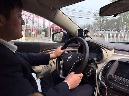 司机师傅在认真开车-深度体验神州专车 京城周一早高峰14秒接单