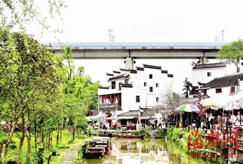 小桥流水,白墙灰瓦,在合福高铁上便能欣赏到这动人的江南水乡景致