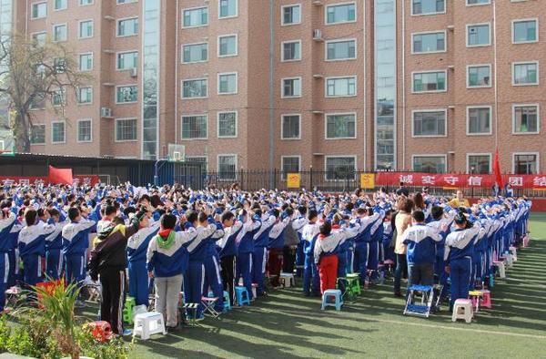 太原市师范街小学举办春季趣味运动会图片