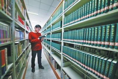 洛阳图书馆因资源紧张需 帮手 俩高校低调相助