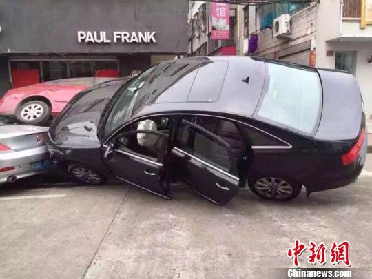 """浙江现3车""""叠罗汉""""车祸 印度籍司机被拘 资讯 第3张"""