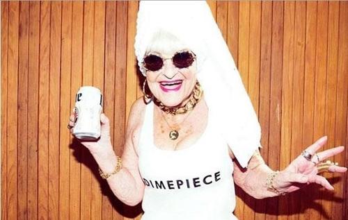 来自美国肯塔基州的86岁老太芭蒂·温格(Baddie Winkle)。