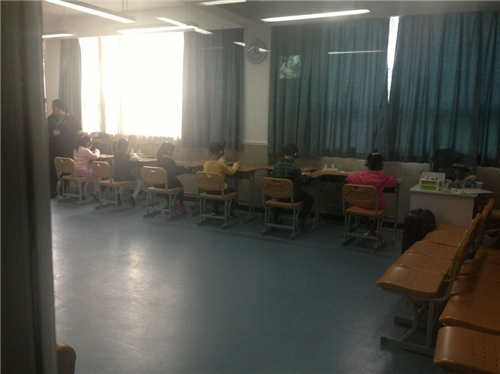 直击2015上海降温中小学招生面谈择校热民办小学生学英语为啥图片
