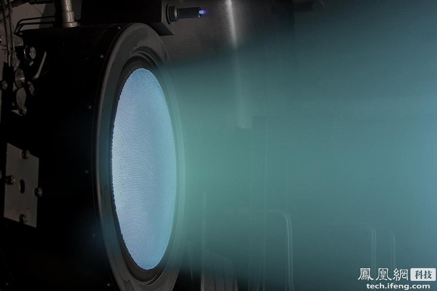 对于离子推进器,可能不少人心存疑惑,既然它的推力这么小,那还有什么实用性呢?毕竟最小的卫星也要数以吨计,要想靠离子推进器来把卫星或者宇宙飞船发射到太空无异于天方夜谭。