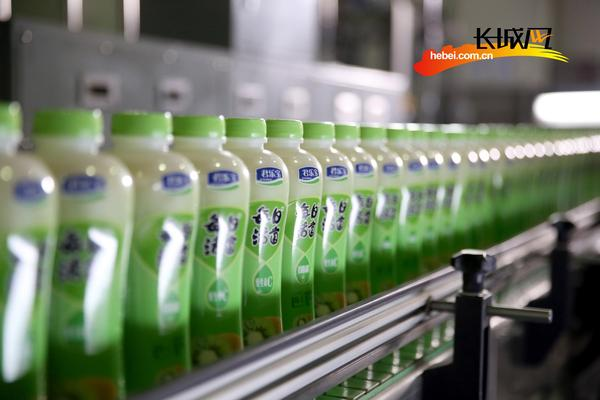 君乐宝酸奶饮料——每日活菌。长城网 解娜娜摄
