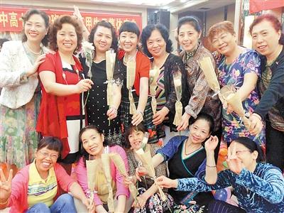 同学高中40年后再相聚花甲上共庆同学 高中 重教师潜江南山章华图片
