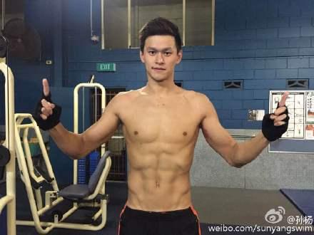网上赌钱游戏-孙杨迎战世锦赛挑战4个项目_晒健身照显6块腹肌