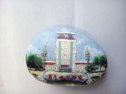 石头上手绘校园美景