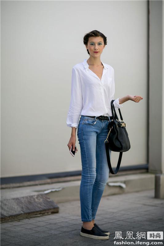 白衬衫、牛仔裤搭配一脚蹬,这是你平时完全可以模仿的穿搭方式,