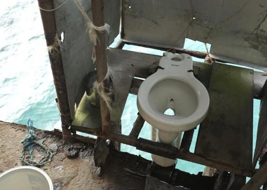 搁浅在仁爱礁的菲律宾军舰上的马桶