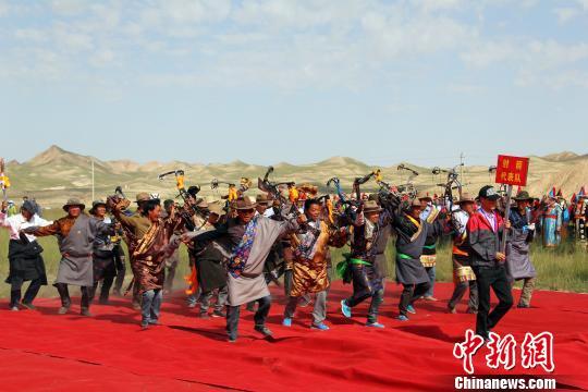 图为开幕式入场的射箭代表队。 姬延海 摄