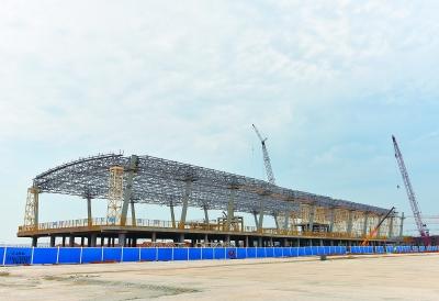 武汉天河机场T3航站楼东一指廊钢结构屋盖完成封顶.  摄 -天河机场T