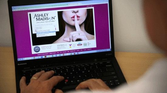 偷情网站Ashley Madison遭黑客侵入,3700万会员的敏感资料外泄。