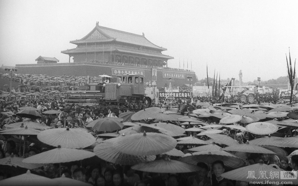 这是新中国成立后国庆阅兵中唯一一次雨中阅兵.-1949 2009年,14
