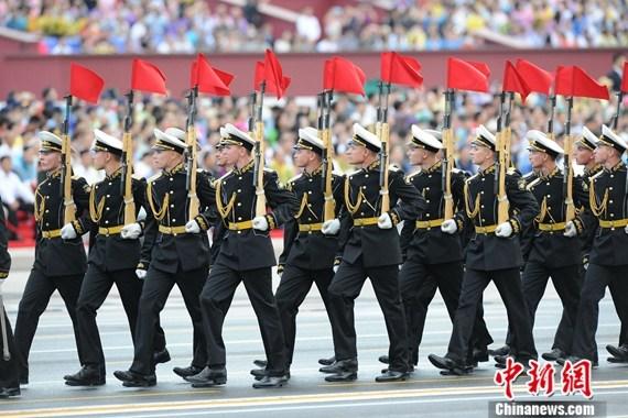 资料图:参加8月23日演练的俄罗斯海军。侯宇摄