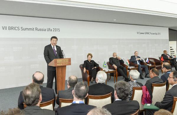 图为:2015年7月9日,金砖国家领导人同金砖国家工商理事会代表对话会在俄罗斯乌法举行。