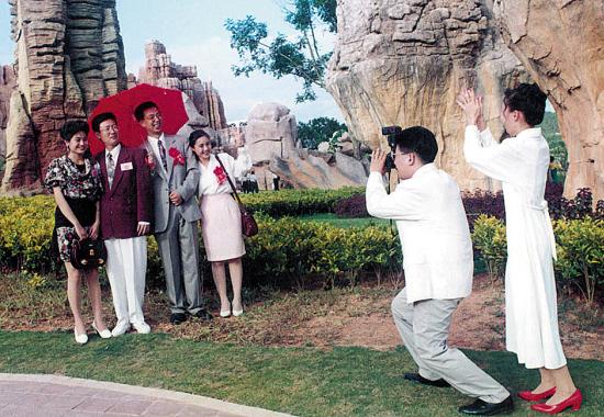 """上世纪90年代,世界大观被誉为""""羊城十大美景""""之一,红极一时 魏辉 摄(资料图片)"""