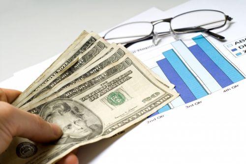 美国华裔新移民重视理财 拟请专人做资产配置