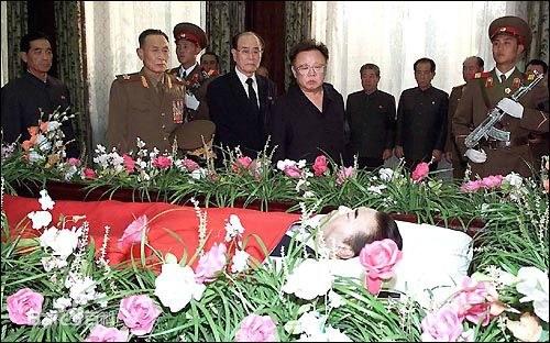 资料图片:延亨默于2005年10月22日午时去世,享年73岁。