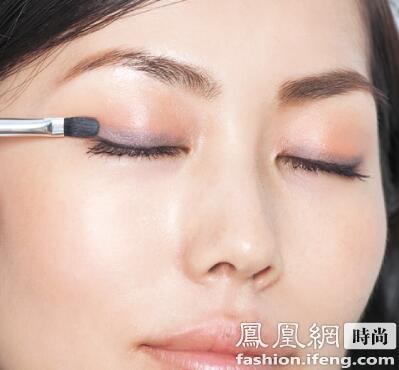 秋冬美妆指南最不出错的眼唇搭配色图片