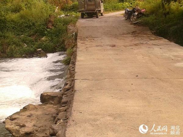 湖北咸丰对一座病险 滚水坝 加固除险