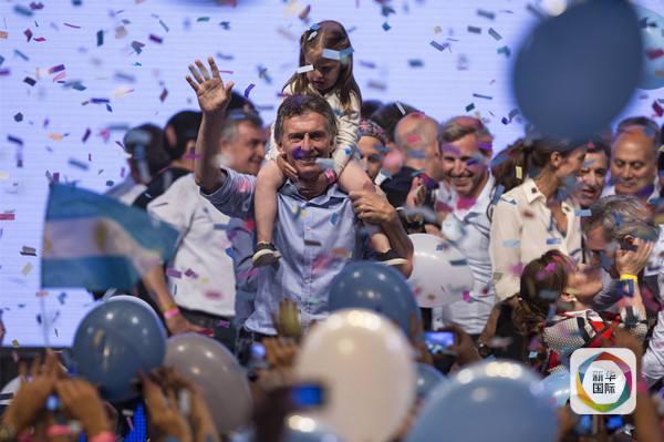 11月22日马克里在首都科斯塔萨尔格罗俱乐部竞选总部庆祝胜利.