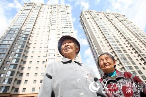 哈尔滨市道外区棚改后居民喜笑颜开搬进新居。苏强 摄(资料片)