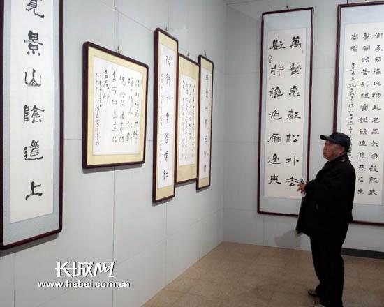 12月1日,薛鸿群书法展在河北省博物院开展。长城网 马冬冬 摄