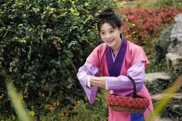 道方面,不同的服饰风格也暗含着不同的地域和人物性格:秦国尚黑,图片