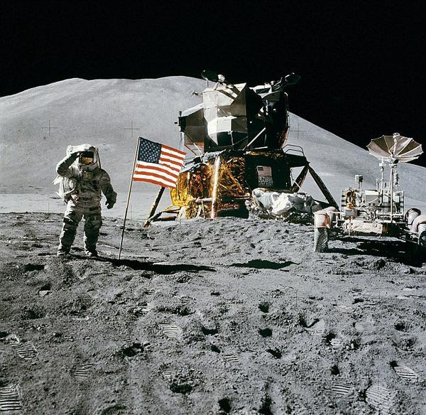 """20世纪60到70年代,美国宇航局曾有12名宇航员登上月球。可是自从1972年发射""""阿波罗""""17号飞船以来,再没有人类在月球表面立足。(网页截图)"""