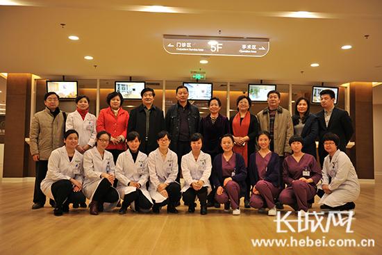 卫计委领导和河北省生殖妇产医院工作人员合影。 河北省生殖医学中心供图