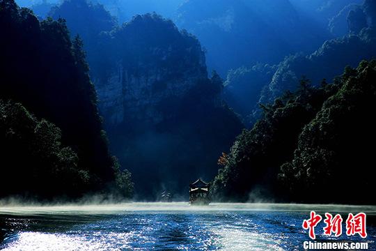 张家界宝峰湖 船在画中游|宝峰湖|风景区_凤凰财经