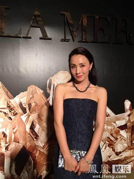 【爆料】陶虹出席某品牌时尚晚宴 经典深蓝诠释优雅迷人