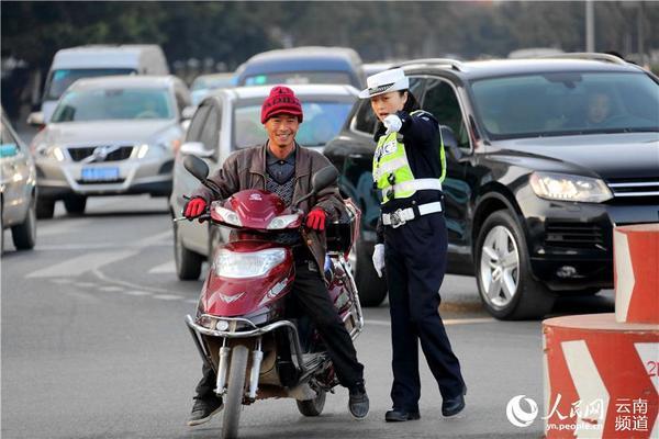 昆明美女交警:北京路钢管岗的五朵金花【美女女子视频高清图片