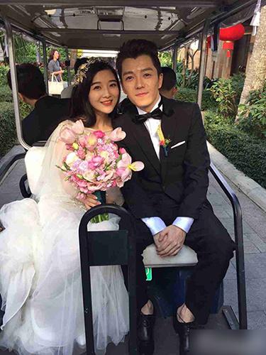 [明星爆料]王栎鑫结婚一周年纪念 晒女儿搞怪萌照