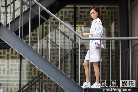 [明星爆料]王珞丹受邀巴黎看秀 细数她与品牌多年情愫