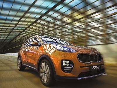 东风悦达起亚旗下全新紧凑SUV车型KX5在山城重庆上市,新车共发高清图片