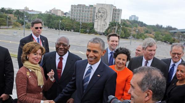 奥巴马站在切·格瓦拉壁画前拍照 网友:我的天哪(图)5