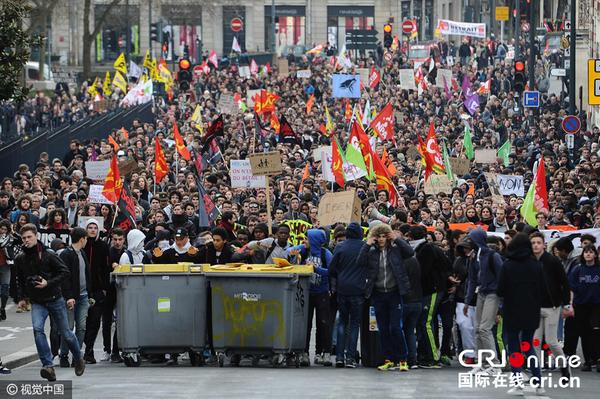 法国多地民众示威 抗议政府拟修改劳工法(组图